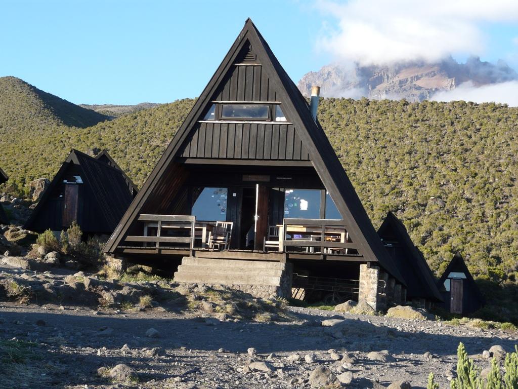 Marangu-raoute-6-days-climb, Marangu hut